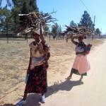 Африкански майки на разходка